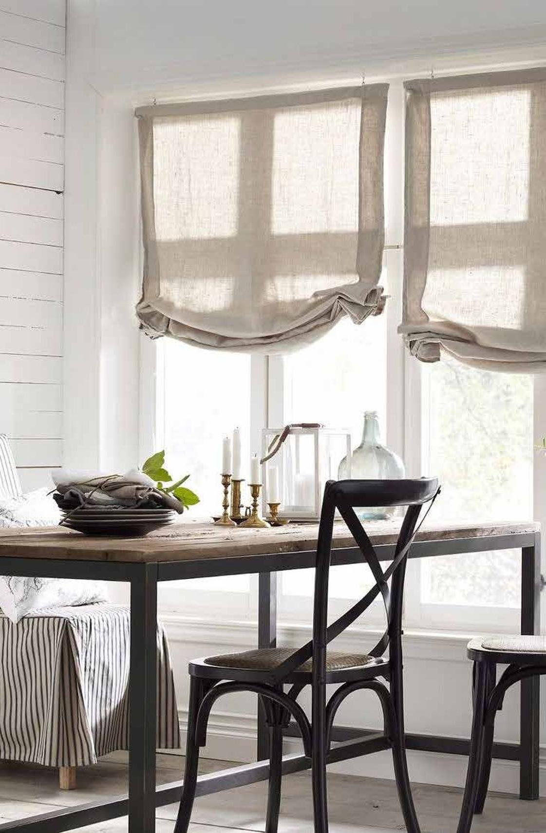 Modelli tendaggi modelli di mantovane per tende con pin for Mantovane per tende bagno
